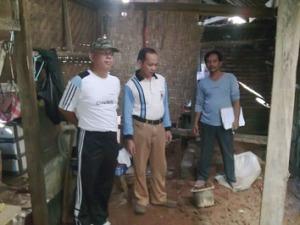 Peninjauan Rumah yang akan dibedah oleh Bpk.Lurah dan Ketua Rw