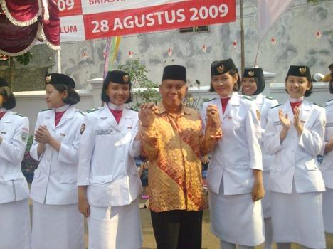 Pak RW.03 Ma'ah Setiawan bersama Paskibraka2009
