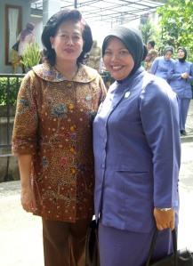 Wakil Ketua TP PKK Provinsi DKI Jakarta Ny. Endang Prijanto dan Ketua Tim PKK RW.03